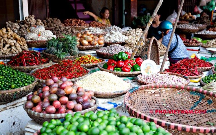 Groentemarkt in Hanoi (foto: Pho Vietnam © Kim Le Cao)