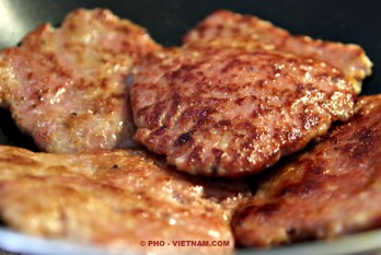 Gehaktburgers (foto: Pho Vietnam © Kim Le Cao)