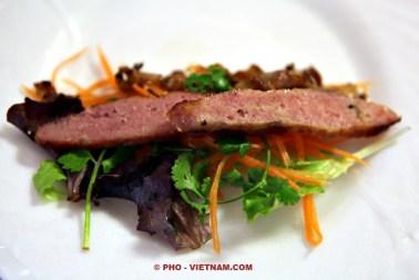 Nem nuong op rijstpapier (foto: Pho Vietnam © Kim Le Cao)