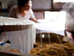 Rijstpapiermaker (foto: Pho Vietnam © Kim Le Cao)