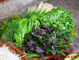 Verse groente op een markt in Hanoi (foto: Pho Vietnam © Kim Le Cao)