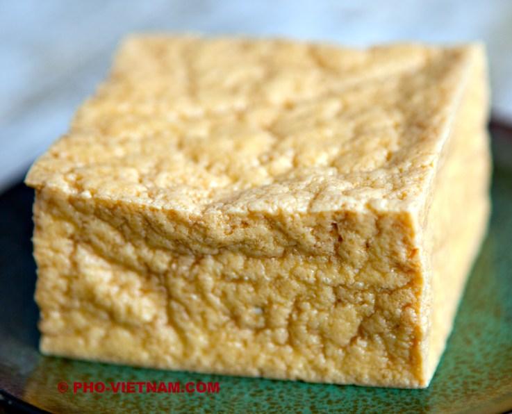 Gefrituurde tofu (foto: Pho Vietnam © Kim Le Cao)