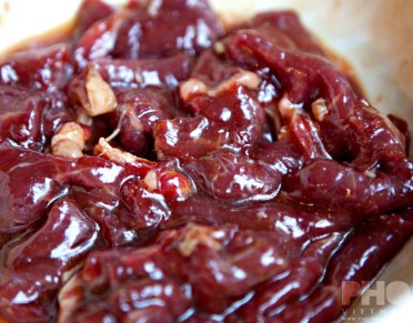 Rundvlees in marinade (foto: Pho Vietnam © Kim Le Cao)