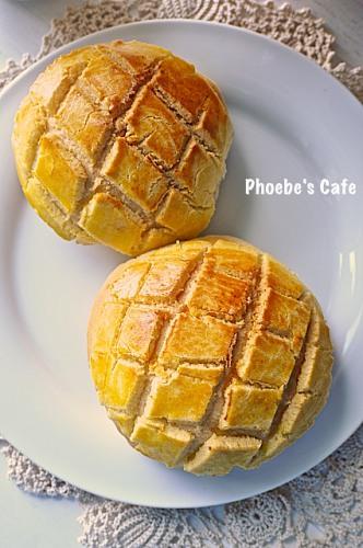 파인애플 빵은 홍콩 명물 간식들 중에 하나지요. 뽀로빠우(菠蘿包). 파인애플 빵을 탕종법을 사용해 보드랍게 만들었습니다.  http://phoebescafe.com/pinapplebun/