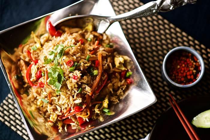 타이 볶음밥 만들기, 찬밥이 남았을 때 닭고기나 새우살 넣고  피쉬 소스로 간을 맞춰 타이식 볶음밥 만들어 보세요. http://phoebescafe.com/타이-볶음밥