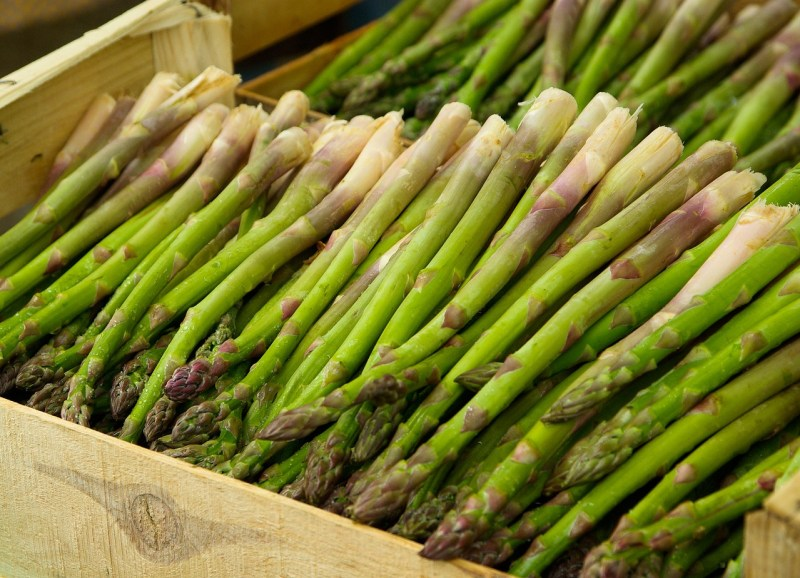Asparagus: Foods that help to ease anxiety