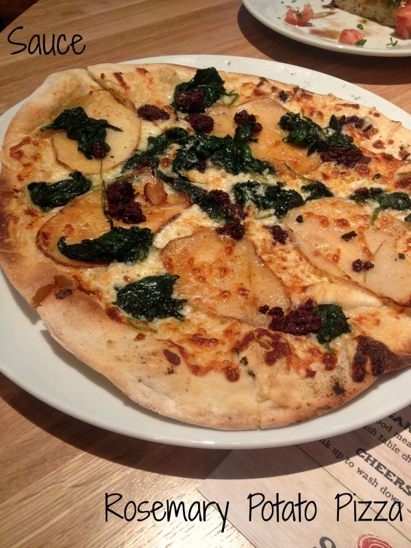 Sauce-Rosemary-Potato-Pizza