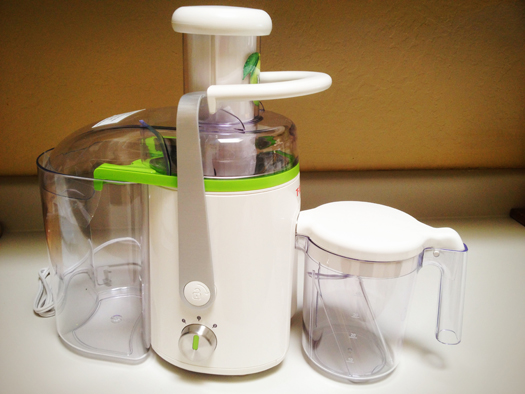 T-Fal's 1.5 liter pitcher fits snugly onto the no-drip spout