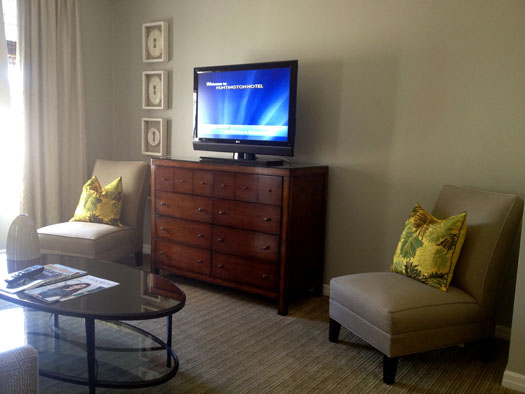 Sitting area with a flat-screen TV