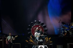 Dave Grohl of the Foo Fighters in concert at the Ak Chin Pavilion in Phoenix, AZ on September 25, 2015.
