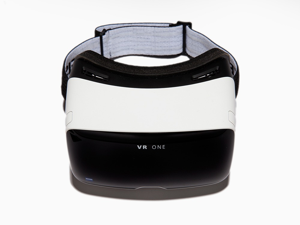 Carl Zeiss Announces VR One Virtual Reality Headset at $99