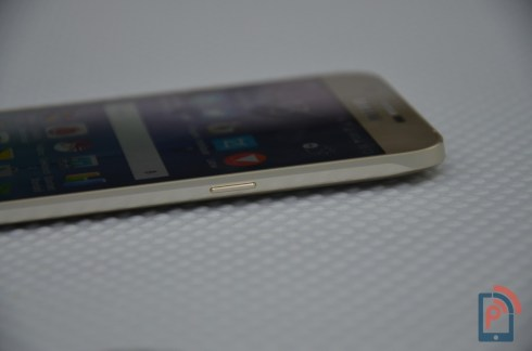 Samsung Galaxy A8 - Right Edge