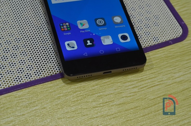 Honor 7 - Bottom Edge