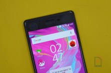 Sony Xperia X - Front Top