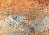 Dall'immagine si osserva chiaramente una attività piuttosto intensa intorno a molti di questi geoglifi, evidenza che l'interesse sia piuttosto alto.