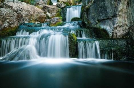 cascade et flou de mouvement avec trépied