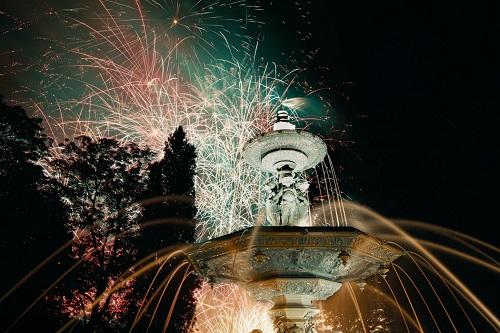 photo feux d'artifice et fontaine