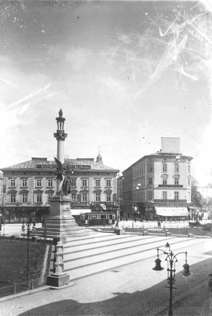 Площа Адама Міцкевича у Львові, фотографія початку ХХ століття