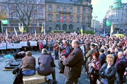 Фотографія з мітингу протесту проти завпровадження нового подадкового кодексу у Львові 25 жовтня 2010 року.