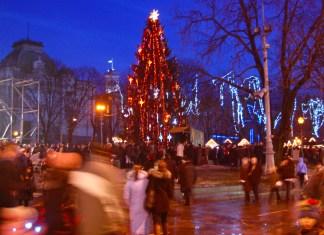 Різдвяні свята у Львові 9 січня 2011 року, святкування на проспекті Cвободи, біля Львівської Опери, біля пам'ятника Адаму Міцкевичу та на площі ринок. Вертепи та шопки, колядники і концерти, частування і святкування.