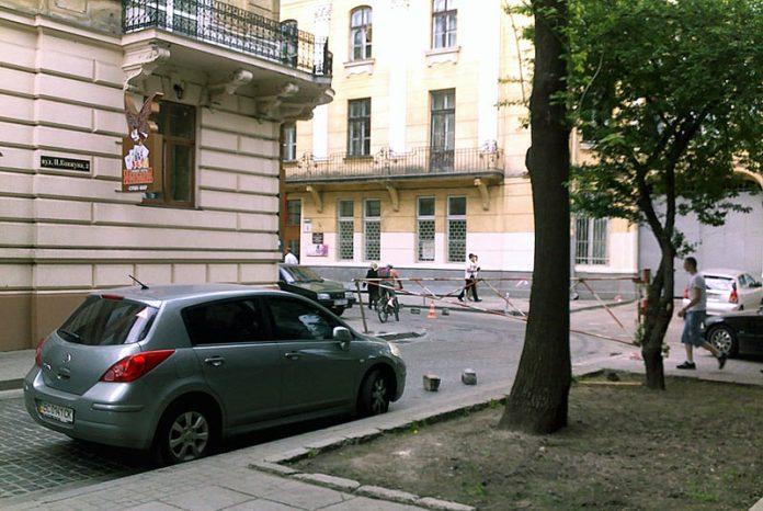 Ремонтні роботи на вулиці Вороного у Львові, заблокували проїзд по ній з вулиці Ковжуна на невизначений термін