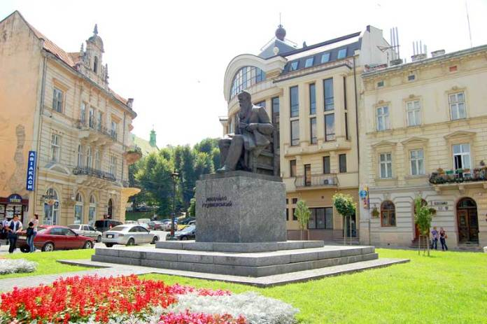 Пам'ятник Михайлу Грушевському - першому президенту України (УНР)