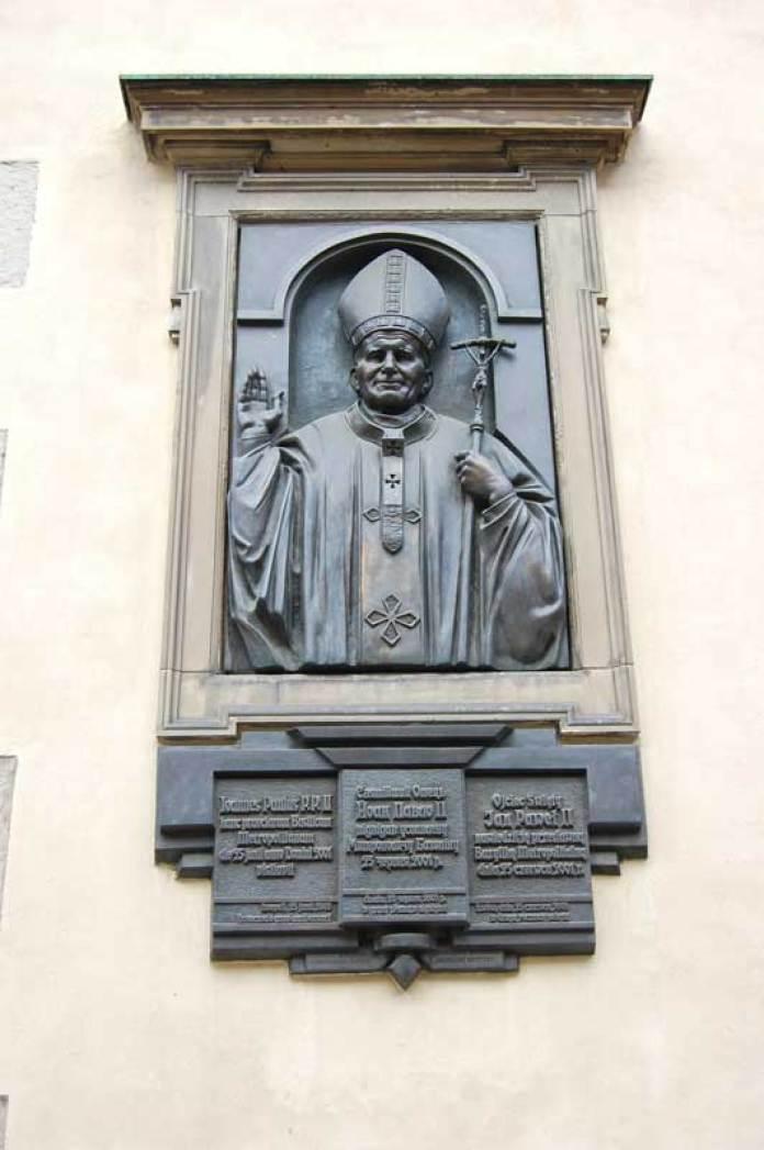 Меморіальна таблиця з нагоди візиту Папи Римського