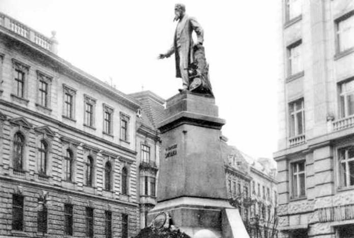 Монумент Францишеку Смольці у Львові на Смольки