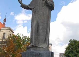 """Пам'ятник Тарасові Шевченку в центрі Львова на проспекті Свободи на місці колишньої """"клумби"""""""