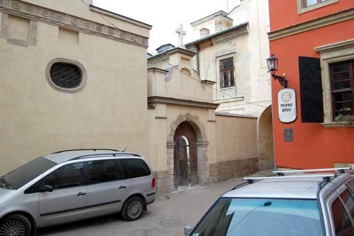 Комплекс вірменського Собору Успіння Пресвятої Богородиці у Львові, дзвіниця та подвір'я дзвіниці