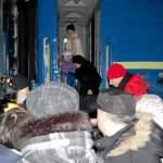 Зустріч потяга Донецьк-Львів 22 грудня 2012 року молодіжними активістами.