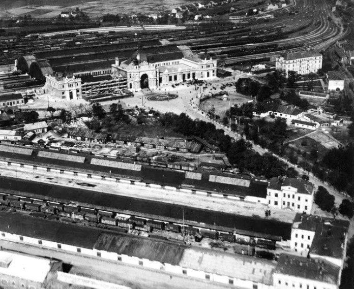 Головний залізничний вокзал Львова. Фото початку 40-х років ХХ століття
