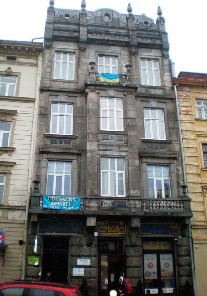 Театральна, 6 – будинок де проживав Герш Лаутерпахт у студентські роки.