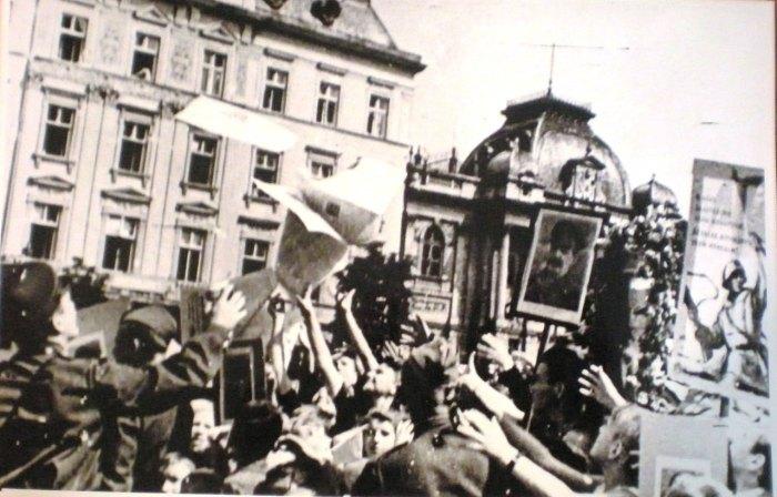 Зустріч радянських військ у Львові, фото 1944 року