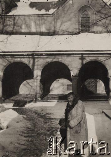 30-і роки. У дворі Вірменського собору
