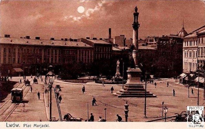 Кінний трамвай біля пам'ятника Міцкевичу