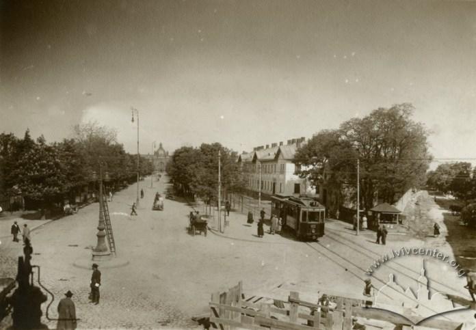 Трамвай на вул. Дорога до Двора (сучасна Чернівецька)