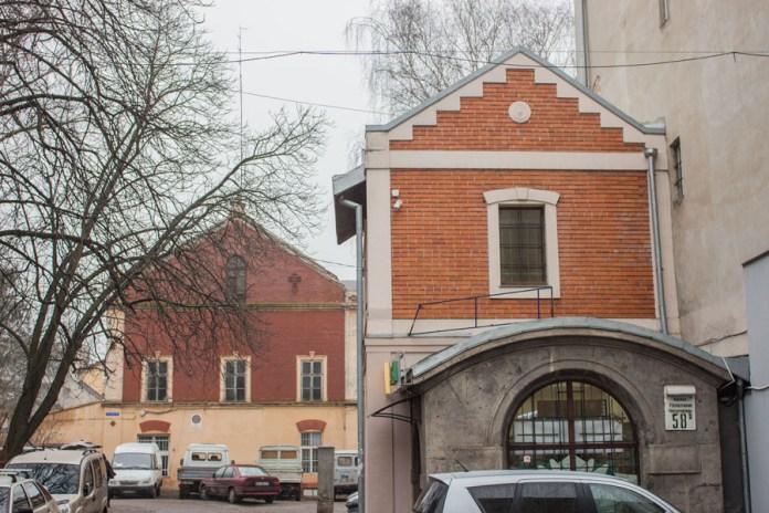 Фабрика кахлів Левинського на вул. Кшижова ( згодом Потоцького, нині Чупринки, 58 ), фото 2015 року