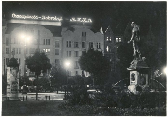 Світлова реклама ощадної каси на пл. Галицька, фото до 1939 року