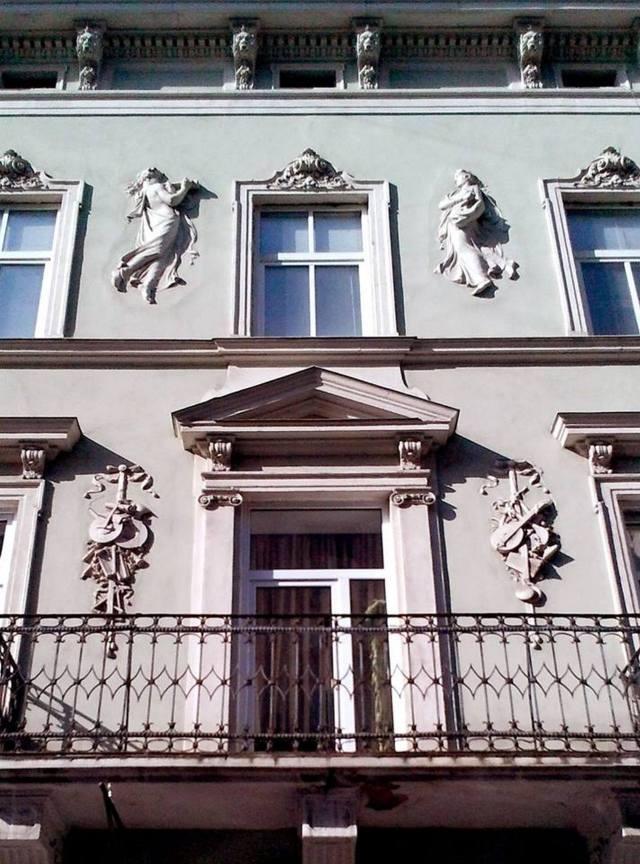 Фасад фабрики Я. Слівінського на вул. Коперника, 16. Фото 2012 року