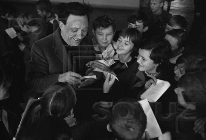 Юрій Нікулін зі школярами с.ш. № 58, 1970 рік