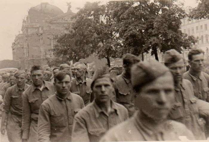 Полонені радянські солдати, нин. пр - т Свободи
