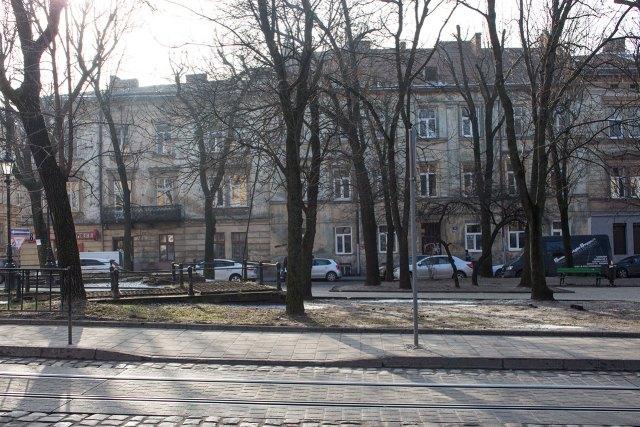 Фрагмент площі Данила Галицького ( давньої Стрілецької ), фото 2015 року