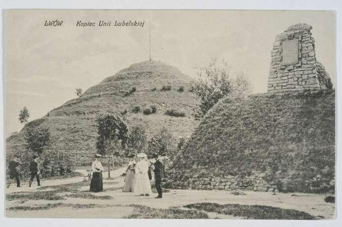 Вид на курган і рештки замку, поштівка, до 1914 року