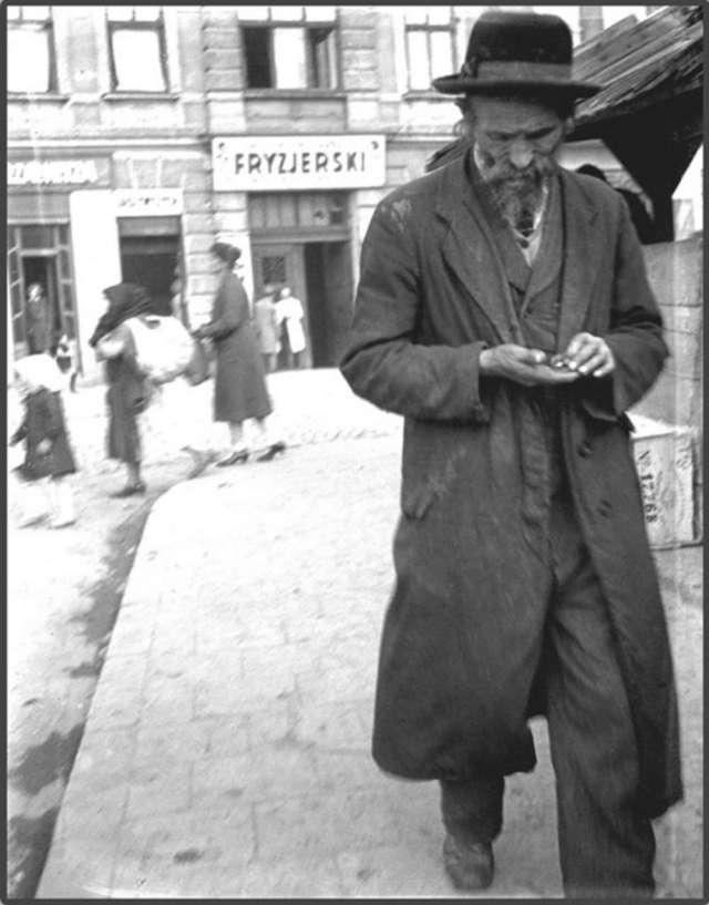 На площі св. Теодора, пер. пол. 1930 - х рр.