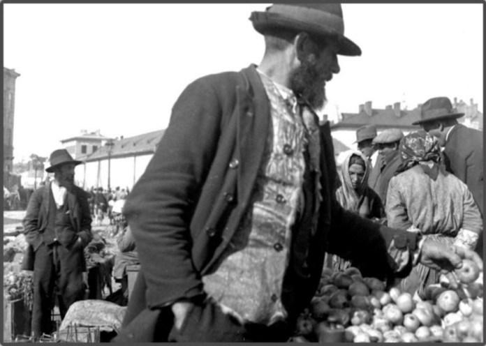 Вул. сцена, торговиця в р - ні пл. св. Теодора, вул. Мулярська, 1930 - ті рр