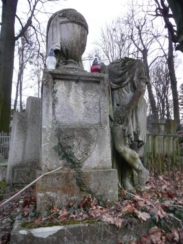 Припущення що це пам'ятник на могилі Марії Стшелецької (Личаківський цвинтар)