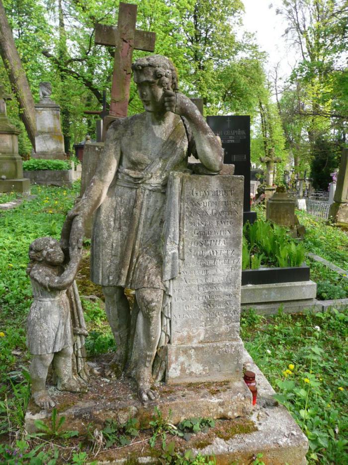 Пам'ятник на на могилі на могилі Йозефи Моравець (поле №22 на Личаківському цвинтарі)