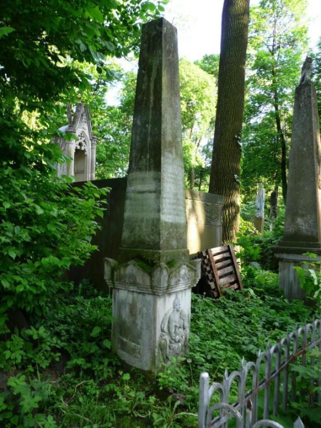 Пам'ятник на на могилі Антону Шімзеру (поле №11 на Личаківському цвинтарі)