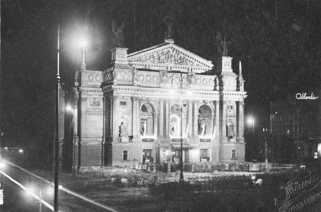 Львівська Опера у нічному освітленні, 1920 - ті рр., фото М. Мюнца